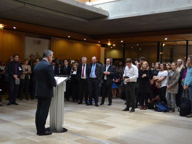 Discours d'Alain Bonnin, président de l'université de Bourgogne, devant les étudiants et personnels.
